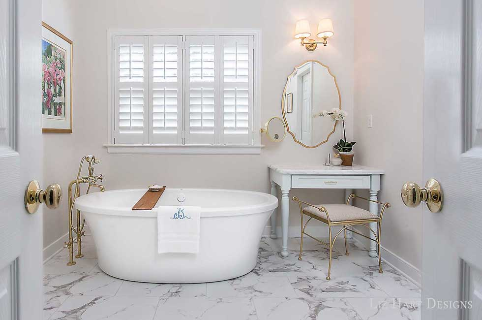 Bathtub Sitting Area